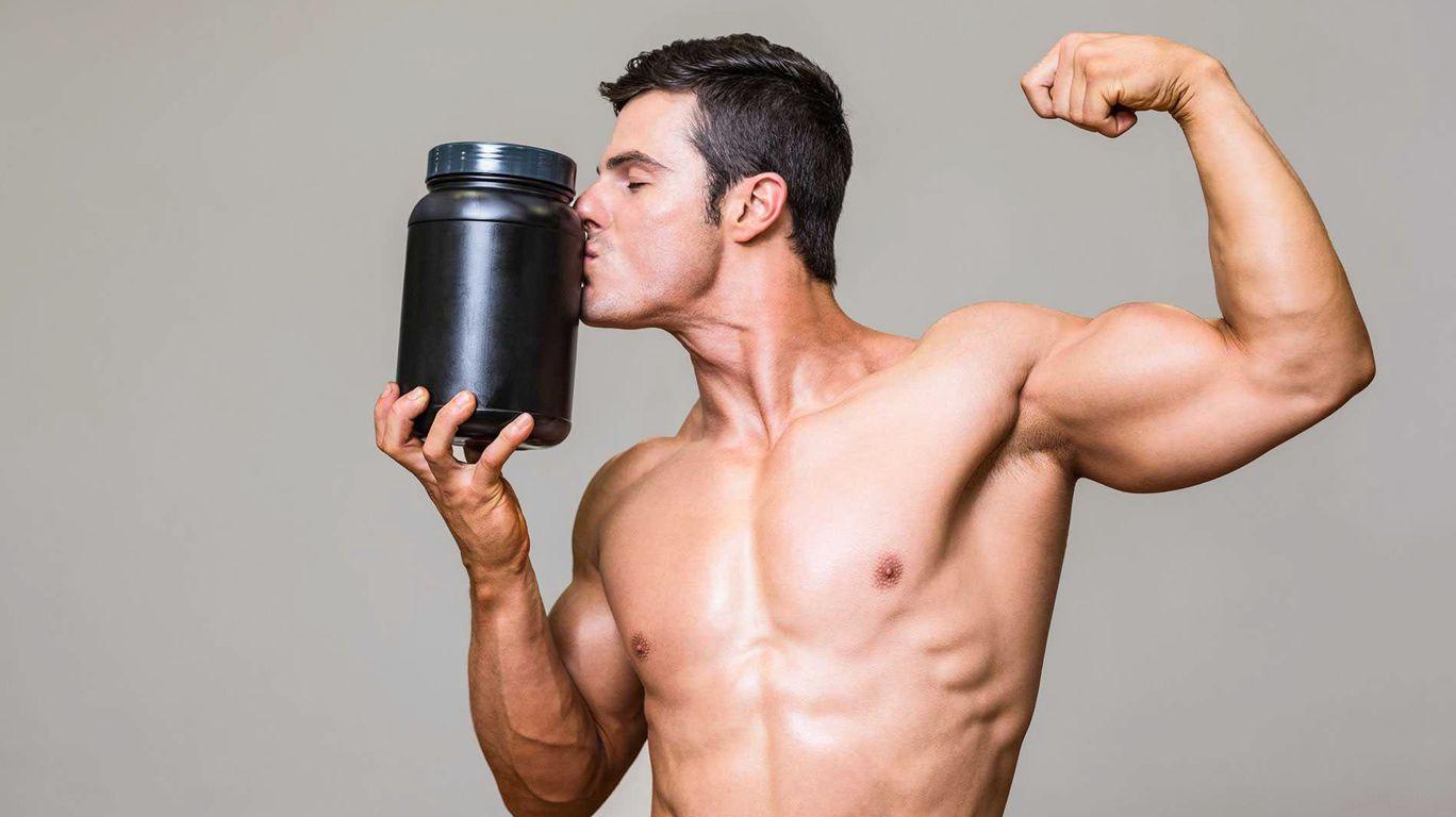 Спортсмен с банкой спортивного питания