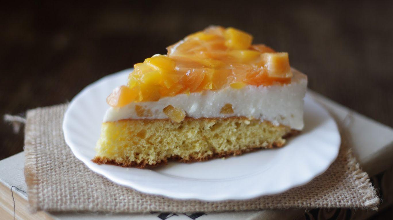 Торт бисквитный с персиками