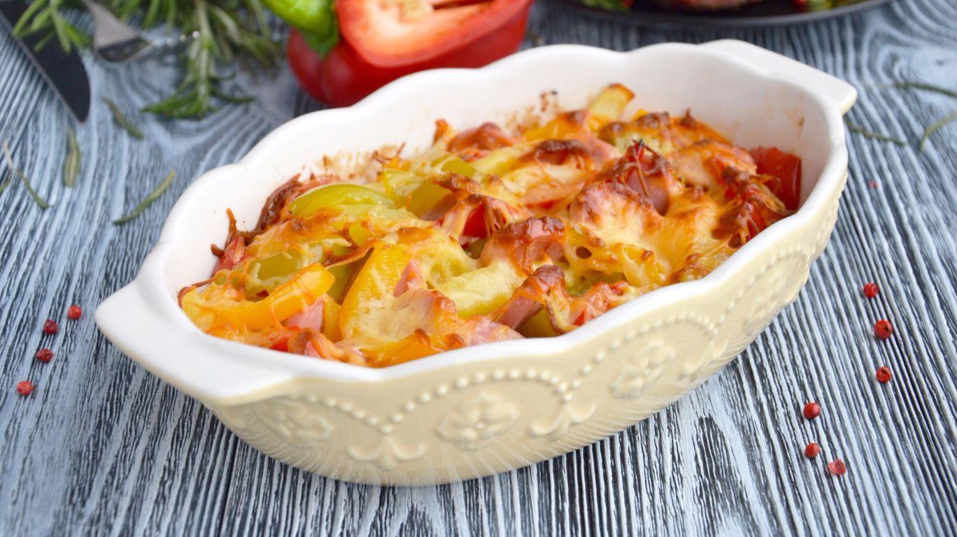 Картошка в духовке с сосисками