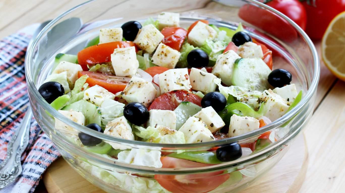 Греческий салат классический с пекинской капустой