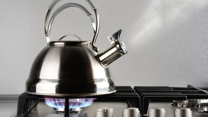 Популярные способы очистки чайника уксусом от накипи