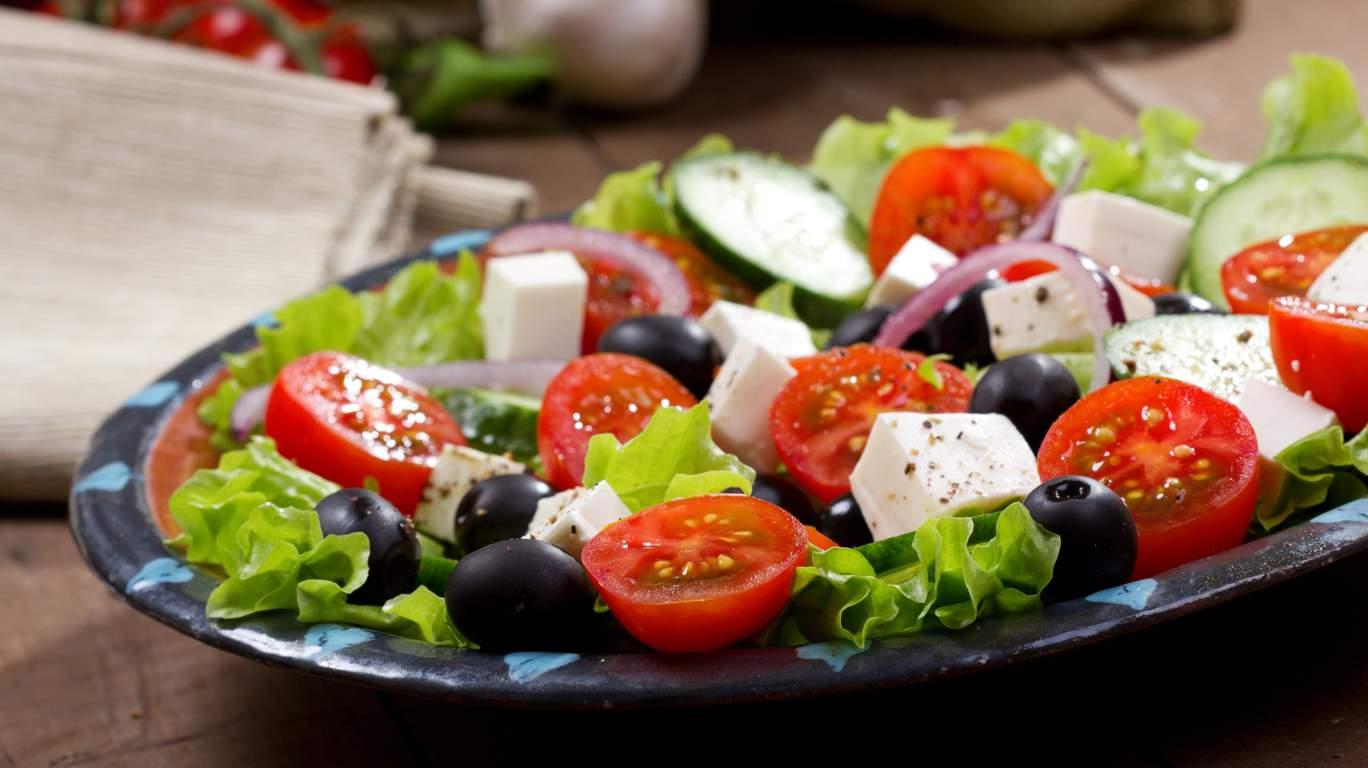 Салат греческий, рецепт классический с моцареллой